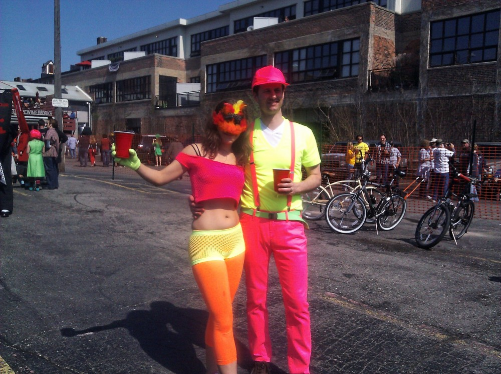 Marche du Nain Rouge 2012 fluorescent people