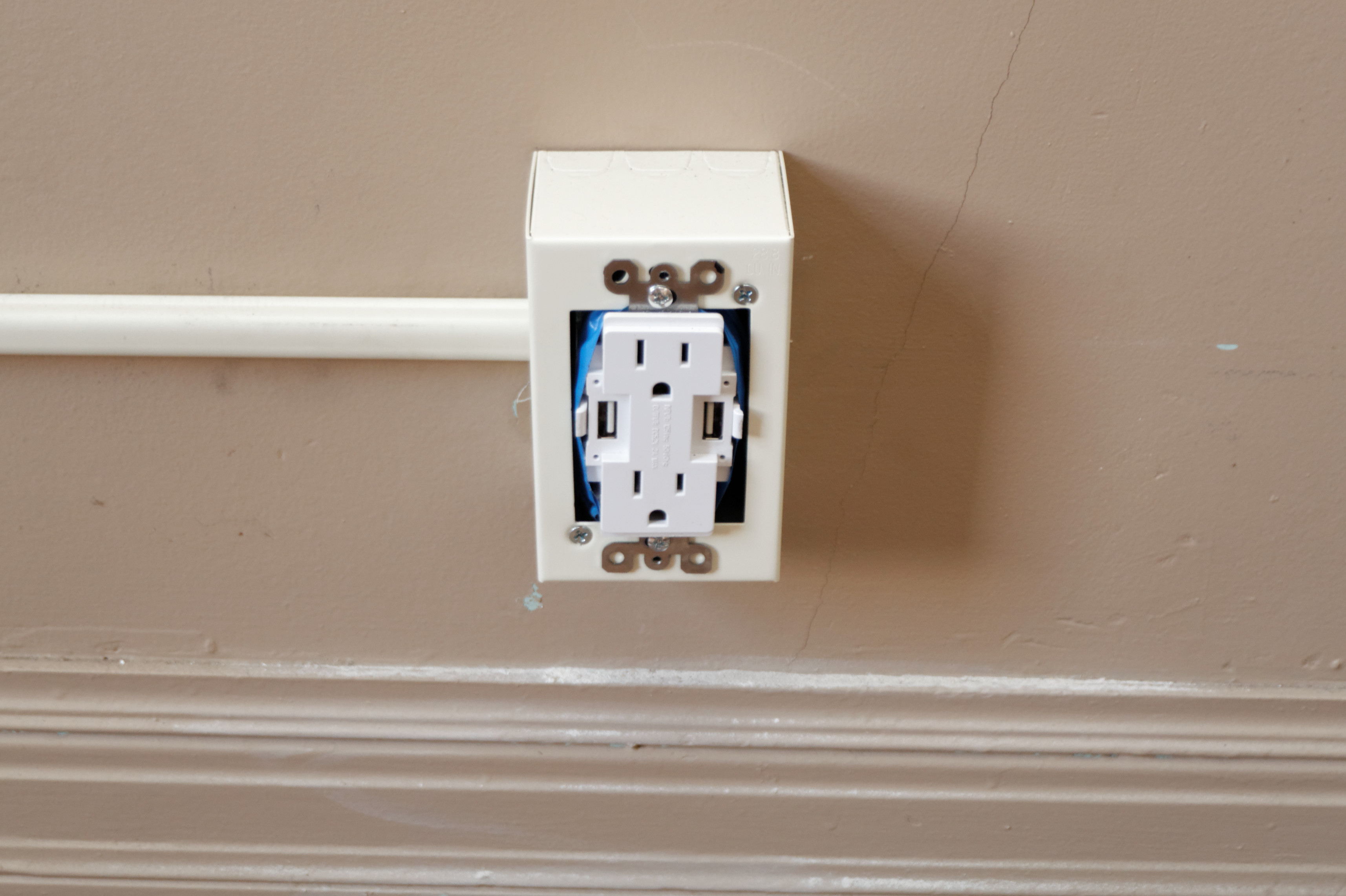 Newer Technology Power2U USB charging outlet
