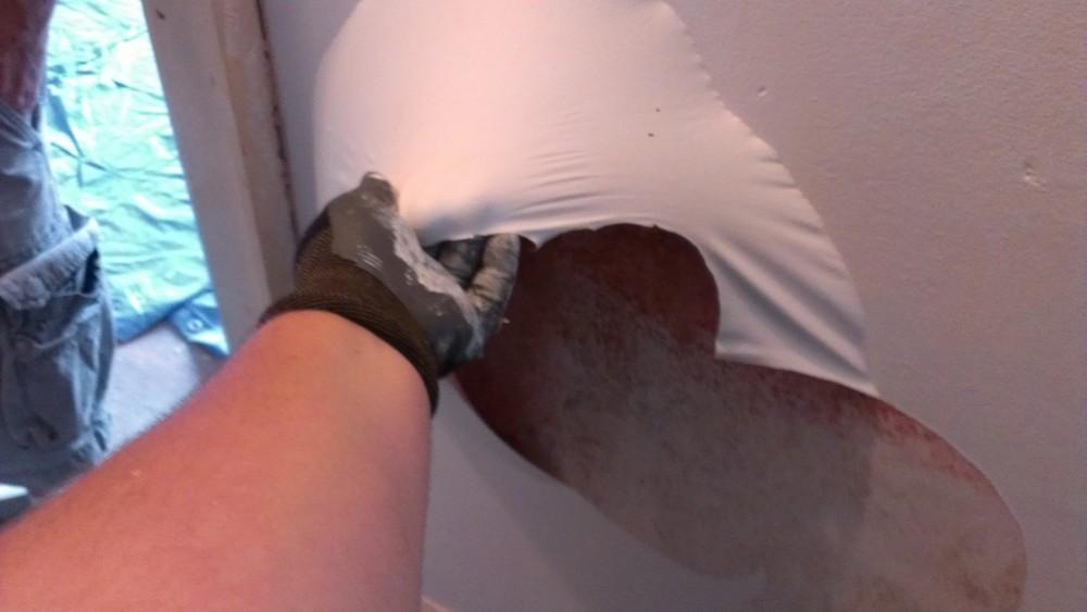 Improper primer peeling off plaster walls